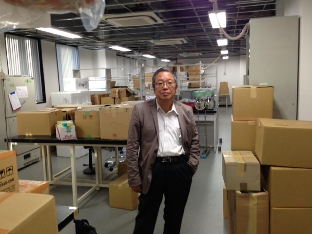 Professor Okada in our lab